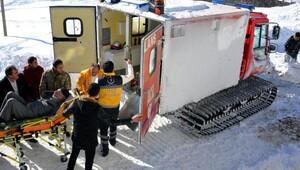 Kar yolları kapattı, 42 hasta kurtarıldı