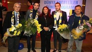 Fenerbahçeli futbolcular engellilerle bir araya geldi