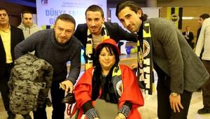 Fenerbahçeli futbolcular, engelli gençlerle buluştu