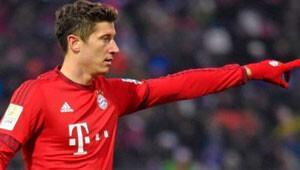 Bayern, Lewa ile masaya oturuyor