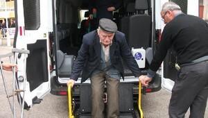 Engelli aracı ile engeller aşılıyor