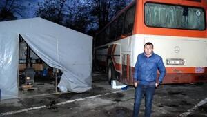 Balıkçılar otobüsü yatakhaneye çevirdi