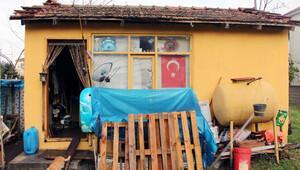 3 dil bilen İbrahim Çağlayan, elektriği, suyu olmayan bu kulübede yaşıyor