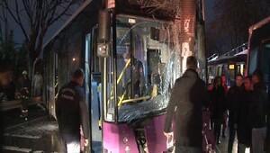 Kadıköyde İETT otobüsü trafik tabelasına çarptı: 5 yolcu yaralı (1)