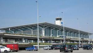 İsviçrede havaalanında uçak düştü