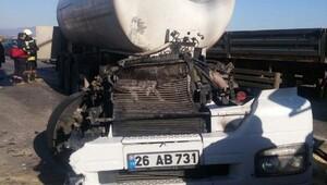 Tanker, kırmızı ışıkta bekleyen araçlara çarptı: 5 yaralı