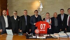 Başkan Böcek: Antalyasporun yanındayız