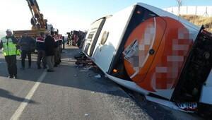 Afyonkarahisarda otobüs devrildi: 30 yaralı (2)