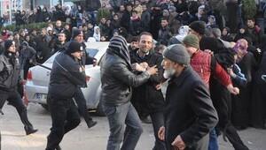 Suriyelilerin adres bildirimi izdihamında coplu müdahale