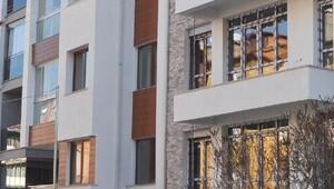Cam silerken 4üncü kattan düşen kadın öldü