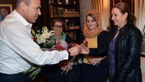 Sözlüden kadın muhtarlara çiçekli kutlama