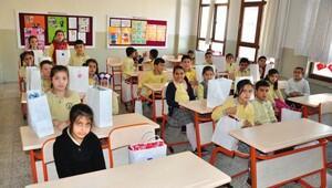 İzmir İl Milli Eğitim Müdürlüğü yoksul çocukları giydiriyor