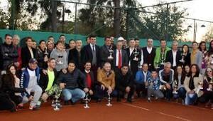Teniste ödüller sahiplerini buldu