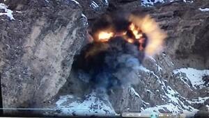 Hakkaride PKKya ait sığınakta çok sayıda patlayıcı ele geçirildi