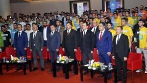 Türk ve Suriyeli gençlerin Kardeşlik Turnuvası başladı