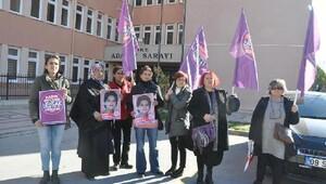 Kadınlardan adliye önünde eylem