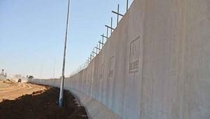 Günde 3 km duvar örülüyor