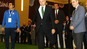 Cumhurbaşkanı Erdoğan, Bakan Zeybekçi ile masa tenisi oynadı
