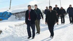 Vali Özefenin köy ziyaretleri devam ediyor