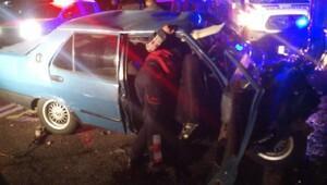 Ata çarpan kamyonete otomobil çarptı: 5 yaralı