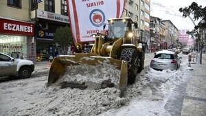 Gümüşhane'de kar mücadelesi sürüyor
