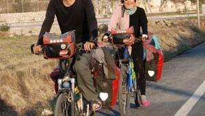 Bisikletle dünya turu sonunda evlenecekler