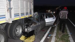 Otomobil, kamyona çarptı: 1 yaralı