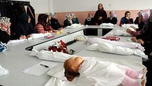 Kadınlara cenaze yıkama kursu