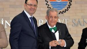 Doğan Hızlan, Mersin Kenti Edebiyat Ödülünü aldı