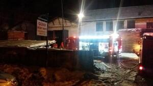 Kereste fabrikasındaki yangını itfaiye söndürdü
