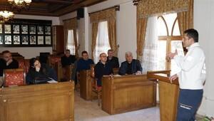 Belediye hizmet birim müdürlerine ilk yardımcı eğitimi veriliyor