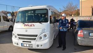 Aksaray'da zabıta servis araçlarını denetledi