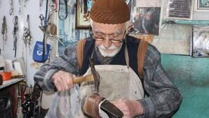 74 yıldır ayakkabı tamir ediyor