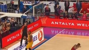 12. haftanın en iyi hareketi Galatasaraylı Tyus'tan…