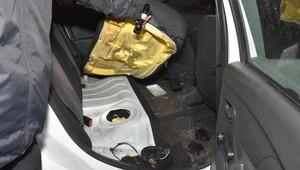 Otomobilin yakıt deposunda 30 kilo esrar ele geçirildi