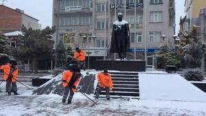 Aksaray Belediyesi karla mücadele ediyor