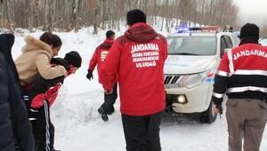 Uludağ'da donma tehlikesi geçiren kadını jandarma kurtardı