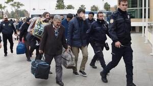 Antalyada FETÖ şüphelisi 32 kişi adliyede