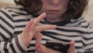6 yaşındaki çocuk iPhoneu böyle kırdı