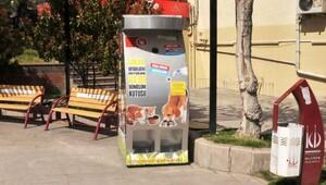 Keçiörende pet şişeler sokak hayvanlarını doyuruyor