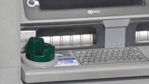 ATMye yerleştirdikleri kopyalama cihazını alamadan kaçtılar