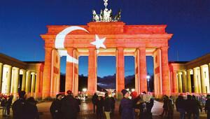 Türkiye ile yas tutuyoruz