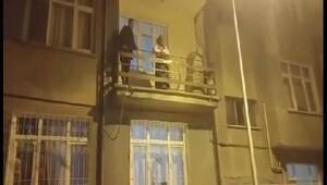 Hırsızlık yapmaya gittiği evin balkonunda mahsur kaldı