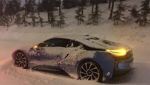 Kar yağışı lüks otomobil dinlemedi Hepsi yolda kaldı