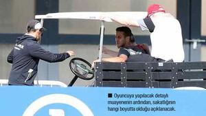 Sakatlanan yıldız oyuncu golf arabasıyla götürüldü