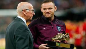 Rooney Bobby Charltonı yakaladı