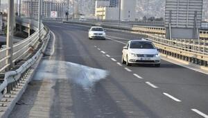 İzmirde gece boyunca yollar tuzlanarak önlem alındı