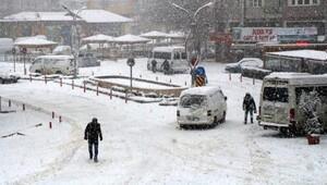 Bucakta okullara kar tatili (2)