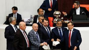 Anayasa değişikliği teklifinin 1. ve 2nci maddesi kabul edildi