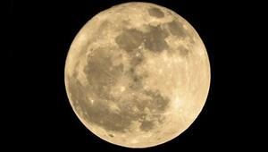 Ay büyük çarpışmalar sonucu mu oluştu